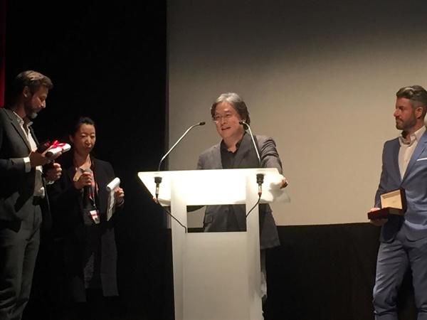 박찬욱 감독이 제25회 제네바국제영화제에서 공로상격인 '필름 앤 비욘드상'을 수상했다.
