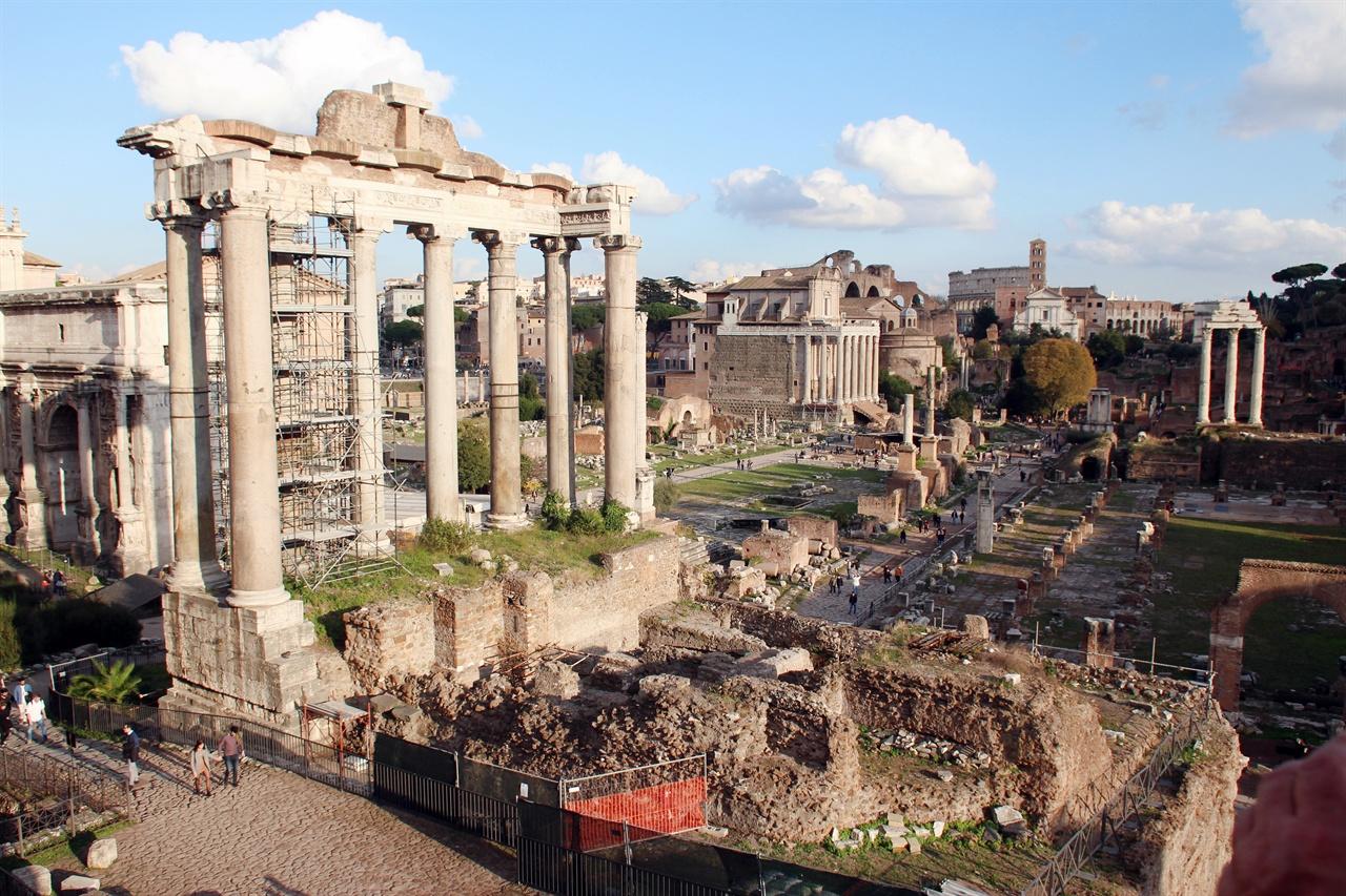 폐허의 도시로 변한  포로 로마노의 모습