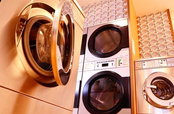 나는 이 집에 4년 전 이사 오면서, '신세계'를 경험하게 해준다는 '가스 건조기'를 설치비용까지 들여서 세탁기 위에 직렬로 놓았다. 그랬는데..........