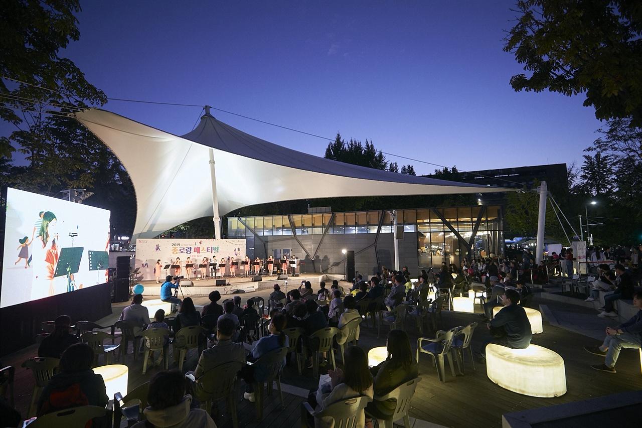 마로니에공원 야외공연장에서 펼쳐진 종로 생활문화 예술동아리 공연