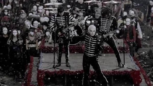 마이 케미컬 로맨스의 '검은 행진에 온 걸 환영해(Welcome To The Black Parade)'는 밴드를 대표하는 곡이자 2006년 빌보드 모던 록 차트 1위 곡이다.