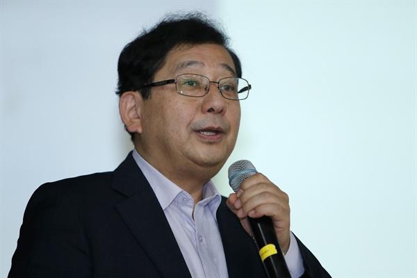 지난 7일 호사카 유지 세종대 교수가 광주 광산구청에서 '강제노역 피해자의 인권을 통해 보는 오늘의 대한민국'을 주제로 강연하고 있다.