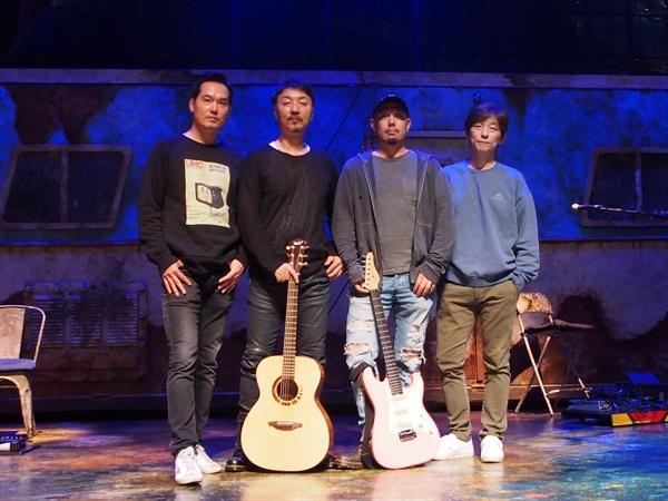 <헤드윅> 앵그리인치 밴드 최기호, 이준, 재키, 김민기(시계방향순서)