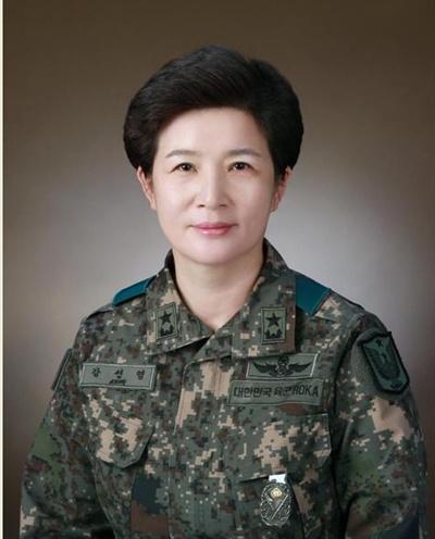 정부가 8일 강선영(여군 35기) 준장을 여군 최초로 소장으로 진급 시켜 항공작전사령관에 임명하는 등 하반기 장군 진급 인사를 단행했다고 밝혔다. [국방부 제공. 재판매 및 DB 금지]