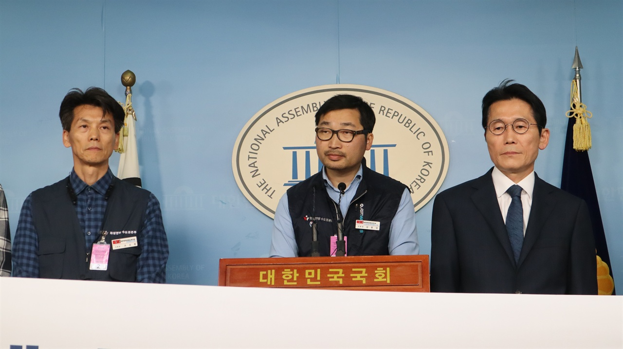 기자회견에서 발언하기 위해 나선 김용일 지회장