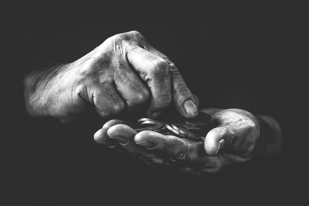 빈곤은 누적된 개인의 게으름으로 여겨지기 일쑤다.