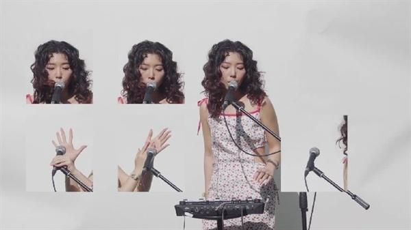 스텔라장은 지난 7월 발표한 싱글 '욜로'에서 오직 본인과 루프 스테이션만을 활용해 독특한 소리를 들려줬다.