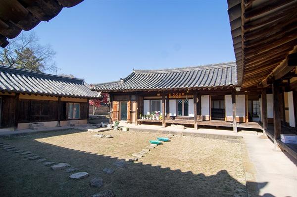 소우당 안채. 소우당은 소우 이가발이 19세기 초기에 지은, 중요 민속문화재 제237호로 지정(2000)된 전통 가옥이다.
