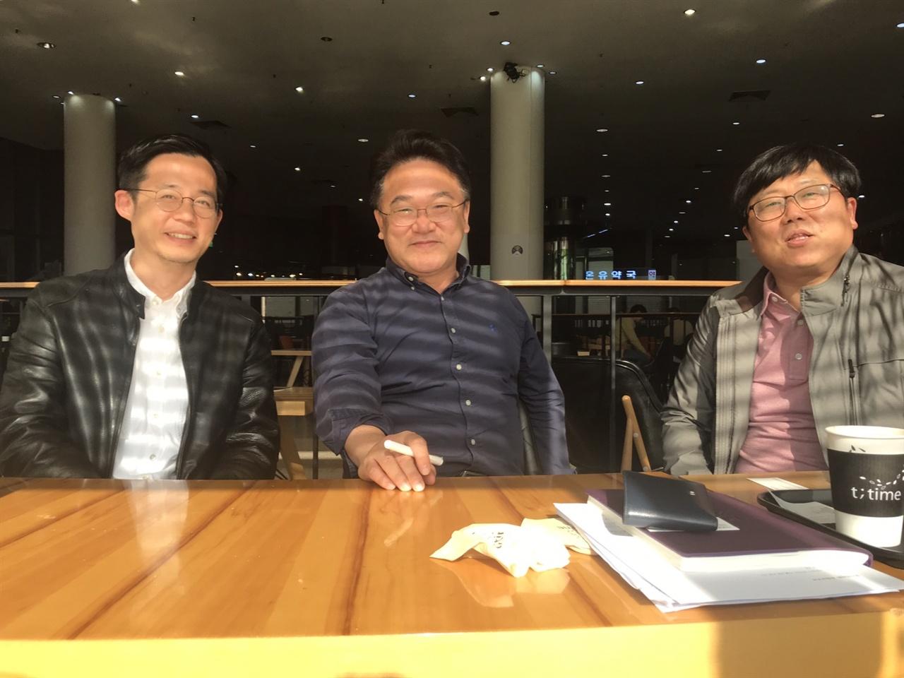 KBS <다큐 인사이트> 제작진인 이태웅 PD(좌), 이재오 부장(중), 손성배 PD(우)