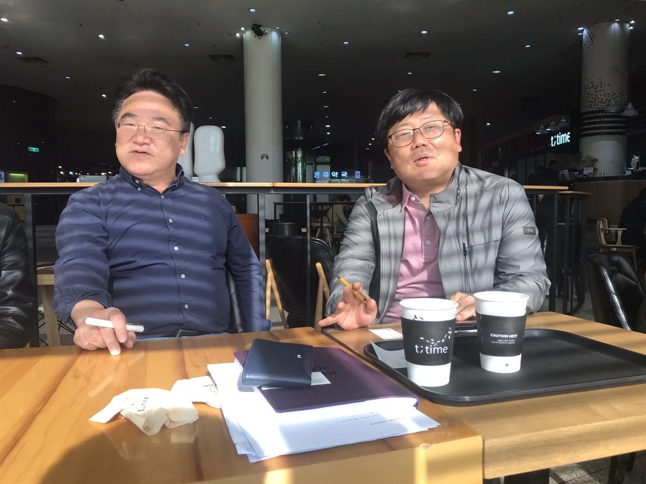 KBS <다큐 인사이트> 제작진인 이재오 부장(좌), 손성배 PD(우)