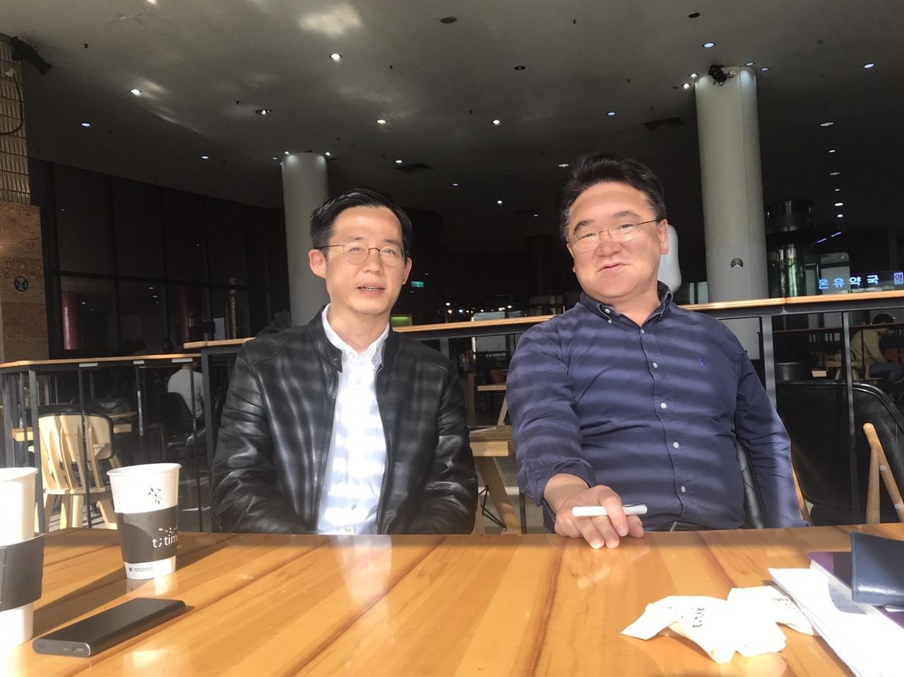 KBS <다큐 인사이트> 제작진인 이태웅 PD(좌), 이재오 부장(우)