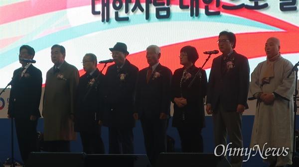 10일 오후 서울 중구 서울광장에서는 비가 오는 가운데 '의열단 창립 100주년 기념식'이 열렸다.