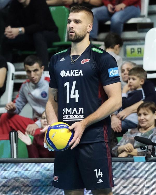 지난 시즌까지 V리거로 활약했던 파다르는 러시아 슈퍼리그 파켈 노비 우렌고이의 주전 라이트로 뛰고 있다.