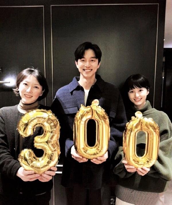 <82년생 김지영> 김도영 감독과 주연배우 공유, 정유미의 300만 돌파 감사 인증샷