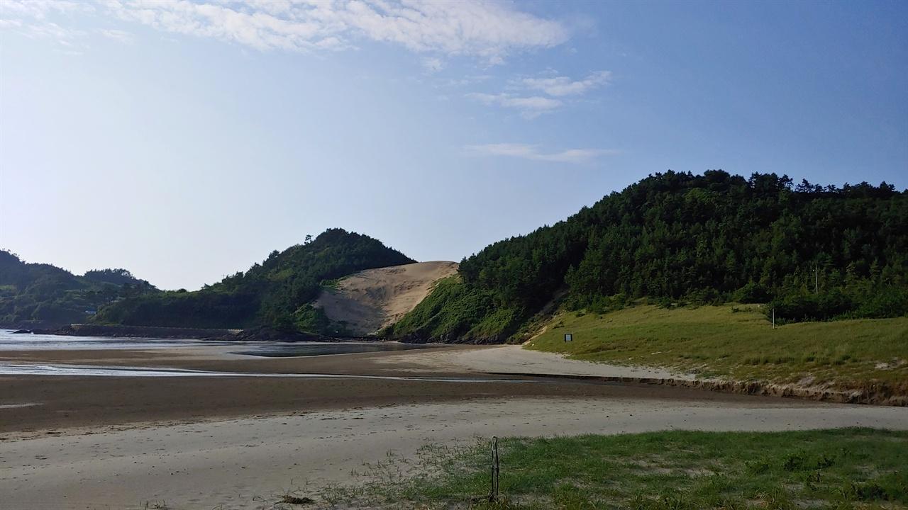 풍성 사구 돈목 마을과 성촌 마을 사이에 있는.사구로 바람과 파도가 만들어낸 천연의 모래언덕이다.
