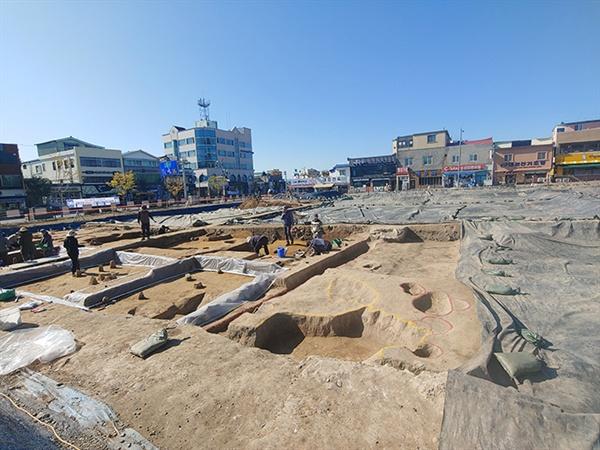 지난해 부터 시작된 발굴은 내년까지 이어진다고 했습니다.
