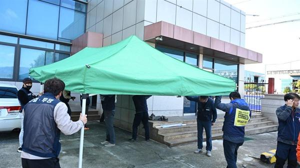 전국금속노동조합 경남지부 마창지역금속지회 한국공작기계현장위원회는 11일 공장 앞에서 천막농성에 돌입했다.