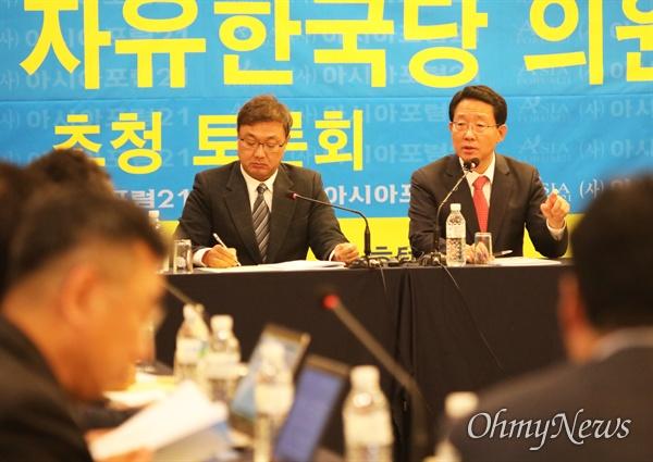 김상훈 자유한국당 국회의원이 11일 대구 수성호테에서 열린 아시아포럼21 초청 토론회에서 보수통합을 위해서는 한국당이 '빅 브라더' 역할을 해야 한다고 강조했다.