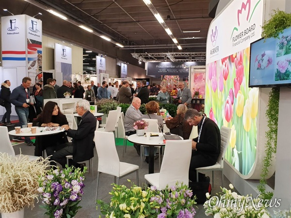 재단법인 고양국제꽃박람회는 내년 고양국제꽃박람회에 우수한 국가관(館)과 해외 참가 업체를 유치하기 위해 11월 6일부터 8일까지 네덜란드에서 열린 '2019 국제화훼원예무역박람회(IFTF 2019)'와 '알스미어화훼무역박람회(RFTFA)'를 참관했다.