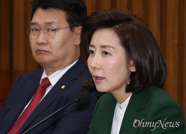 자유한국당 나경원 원내대표가 12일 오전 국회에서 열린 원내대책회의에서 모두발언을 하고 있다.