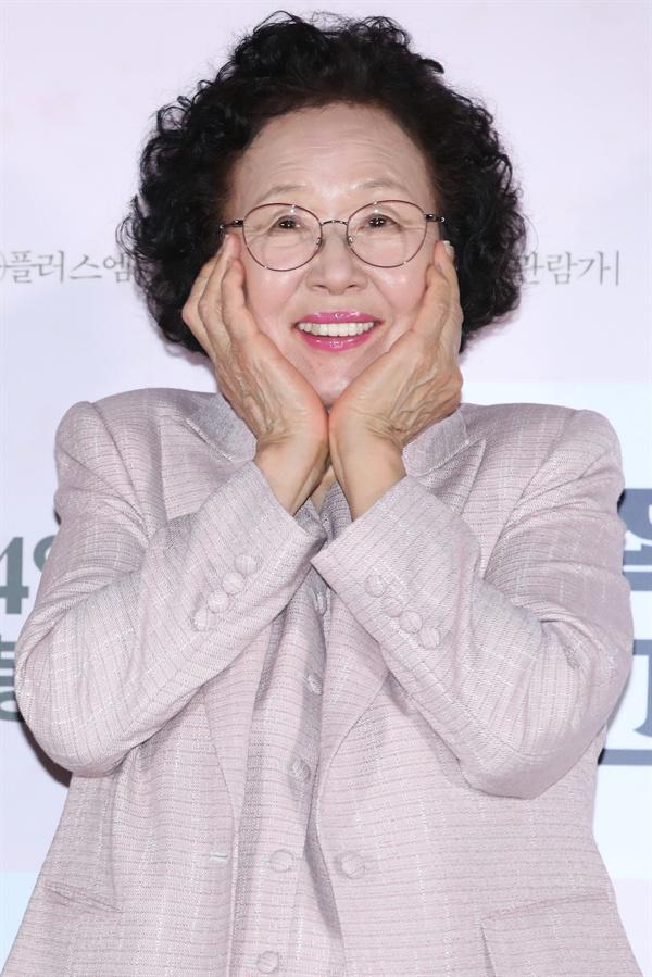 배우 나문희가 12일 오후 서울 중구 메가박스 동대문점에서 열린 영화 '감쪽같은 그녀' 언론 시사회에서 포즈를 취하고 있다.