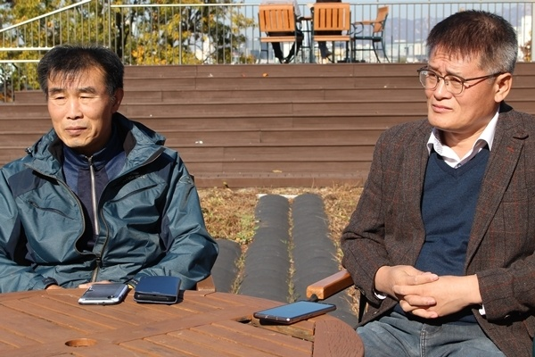 김재만와 박종대씨가 지난 8일 국회 사랑재에서 기자간담회를 하고 있다. .
