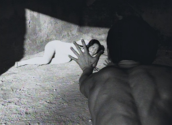 1974년 카이두 클럽 한옥희 연출 단편실혐영화 <구멍>의 한 장면