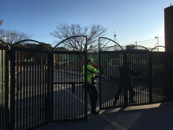 8시 10분 고사장 철문은 닫히고!