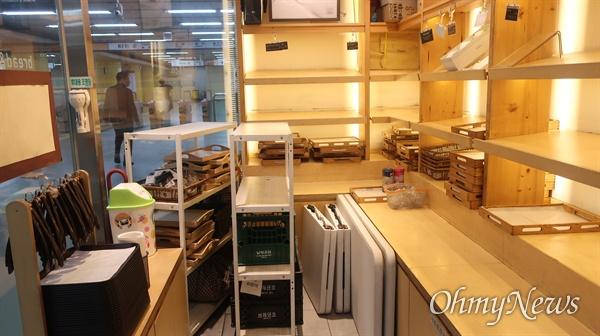 이향실씨가 남편과 함께 운영하는 화랑대역 빵집 매장.