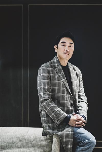배우 조진웅.