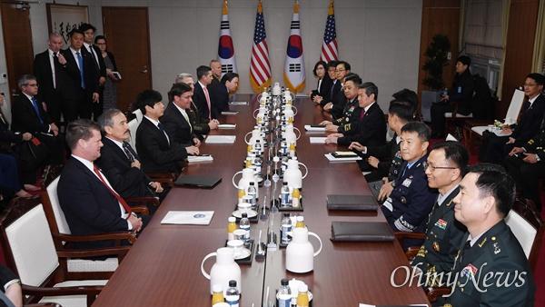 한미안보협의회 고위회담 개최 15일 오전 서울 용산구 국방부에서 정경두 국방부 장관과 마크 에스퍼 미 국방부 장관이 참석한 가운데 제51차 한·미 안보협의회(SCM) 고위회담이 열리고 있다.