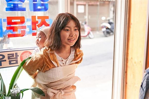 영화 <감쪽같은 그녀 >의 한 장면.
