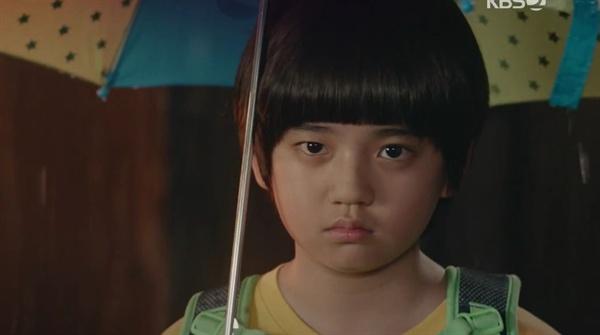 '엄마의 혹'이라는 말을 들은 필구(김강훈)는 엄마를 위해 아빠와 살겠다고 한다.