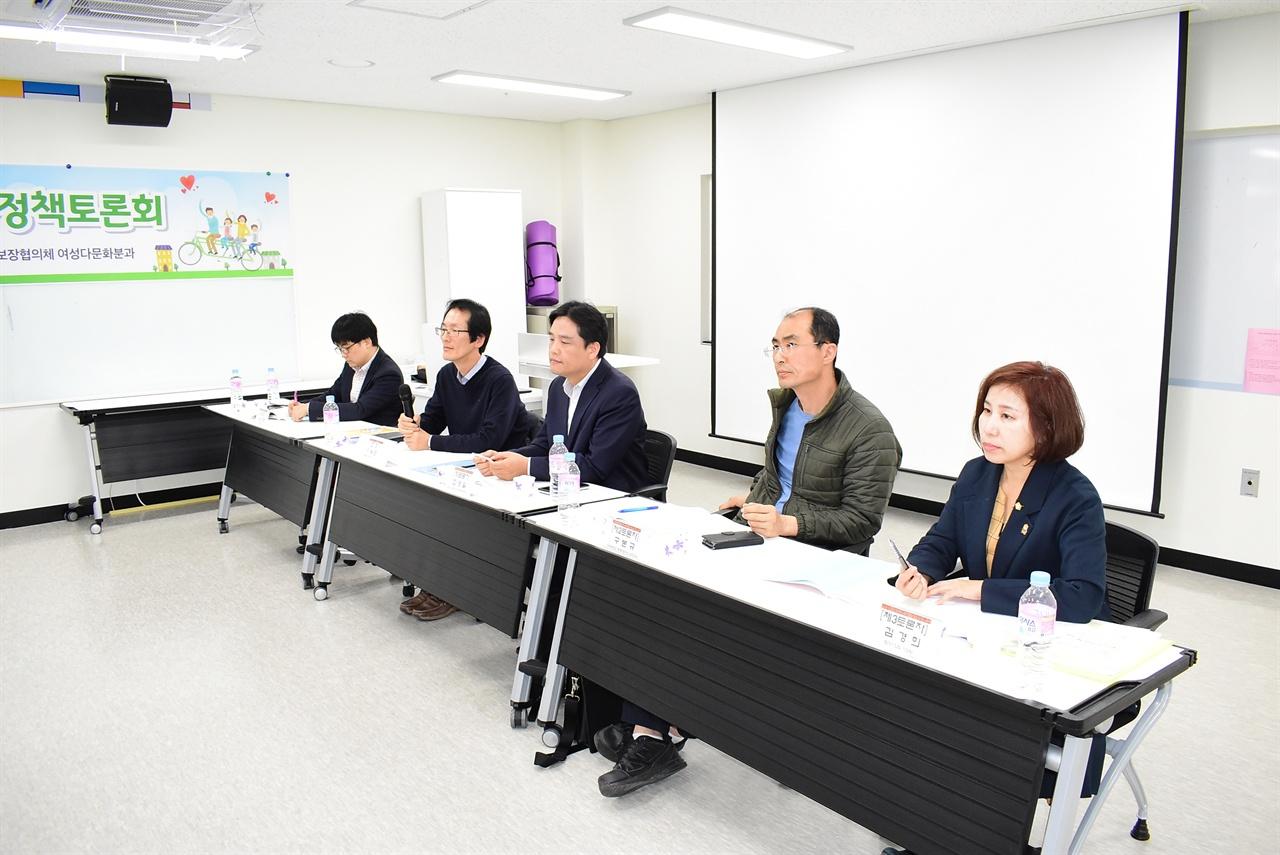 왼쪽부터 남세현 교수, 이용근 분과장, 최영일 센터장, 구본규 교수, 김경의 시의원