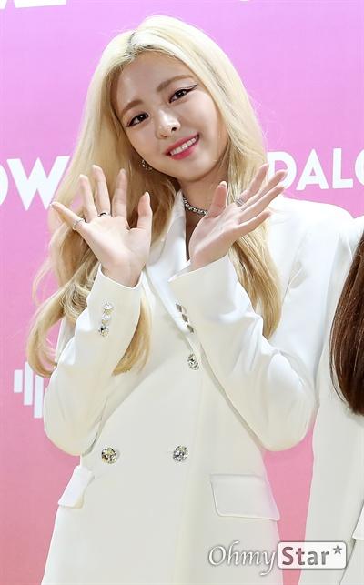 '브이라이브 어워즈' ITZY 유나, 반짝이는 미소 ITZY의 유나가 16일 오후 서울 고척스카이돔에서 열린 <제1회 2019 브이라이브 어워즈 V하트비트> 골드카펫에서 포토타임을 갖고 있다.