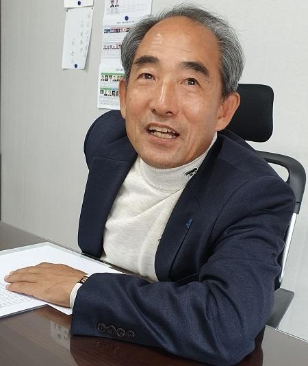 윤준병 지역위원장 윤준병 더불어민주당 정읍고창 지역위원장이 기자 질문에 답변하고 있다.