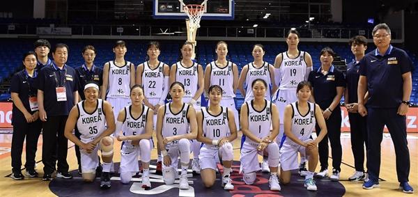 한국 여자농구는 1차 목표였던 올림픽 최종예선 티켓을 따냈지만 경기마다 기복을 보이는 약점을 드러냈다.