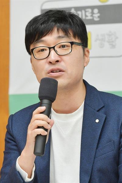 18일 오전 서울 여의도 KBS 신관에서 진행된 'KBS 2TV 신규 프로그램 설명회'에서 <슬기로운 어른이 생활> 기훈석 팀장이 기자들의 질문에 답하고 있다.