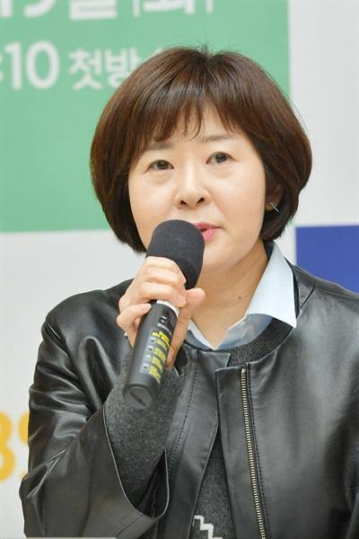 18일 오전 서울 여의도 KBS 신관에서 진행된 'KBS 2TV 신규 프로그램 설명회'에서 <정해인의 걸어보고서> 조현아 CP가 기자들의 질문에 답하고 있다.