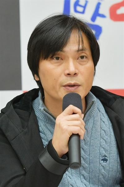 18일 오전 서울 여의도 KBS 신관에서 진행된 'KBS 2TV 신규 프로그램 설명회'에서 <씨름의 희열> 최재형 CP가 기자들의 질문에 답하고 있다.