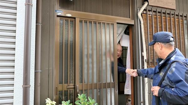 간첩조작사건의 피해자 강광보씨가 지난 11월 3~8일까지 일본 오사카를 찾았다. 간첩 혐의를 벗는데, 도움을 준 사람들을 만나기 위해서다.