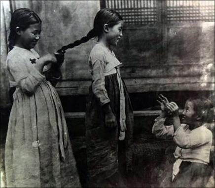 고수선, 강평국, 최정숙 지사의 어린시절(왼쪽 부터)