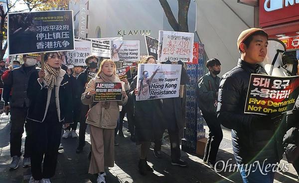 홍콩시위 지지 학생-청년 행진 '홍콩 항쟁을 지지하는 학생-청년 기자회견 및 행진'이 19일 오전 서울 중구 명동 중국대사관 부근에서 노동자연대학생그룹, 홍콩의진실을알리는학생모임 주최로 열렸다.