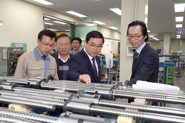 허성무 창원시장은 19일 자동차 부품업체인 티아이씨㈜를 방문했다.