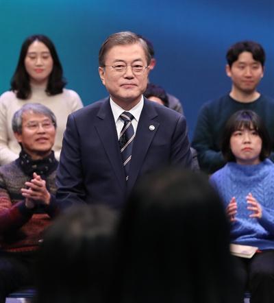 문재인 대통령이 19일 오후 서울 상암동 MBC에서 '국민이 묻는다, 2019 국민과의 대화'를 하고 있다.