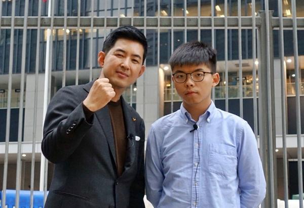 박창진 정의당 국민의노동조합특별위원장(대한항공 승무원)이 17~19일 홍콩에서 보내온 사진. 왼쪽이 박 위원장, 오른쪽이 홍콩 민주화운동가 조슈아 웡이다.
