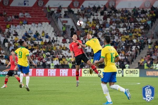 한국vs브라질 한국이 브라질과의 평가전서 선전했지만 0-3으로 패했다.