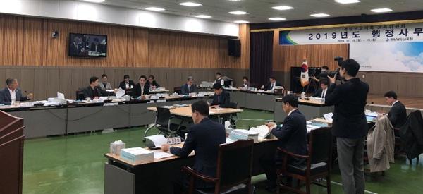 경상남도의회 교육위원회는 11월 18~19일 경남도교육청에 대한 현장 감사를 벌였다.