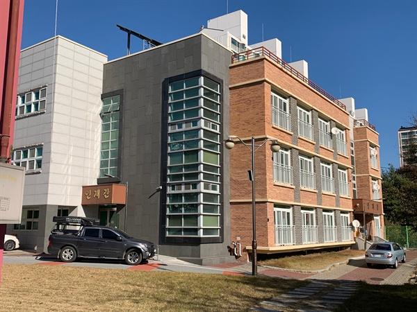 경기 이천 A고 학생 기숙사 건물.