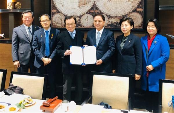 더불어민주당은 20일 오전 사천 카이 본사에서 현장최고위원회의를 열었다.